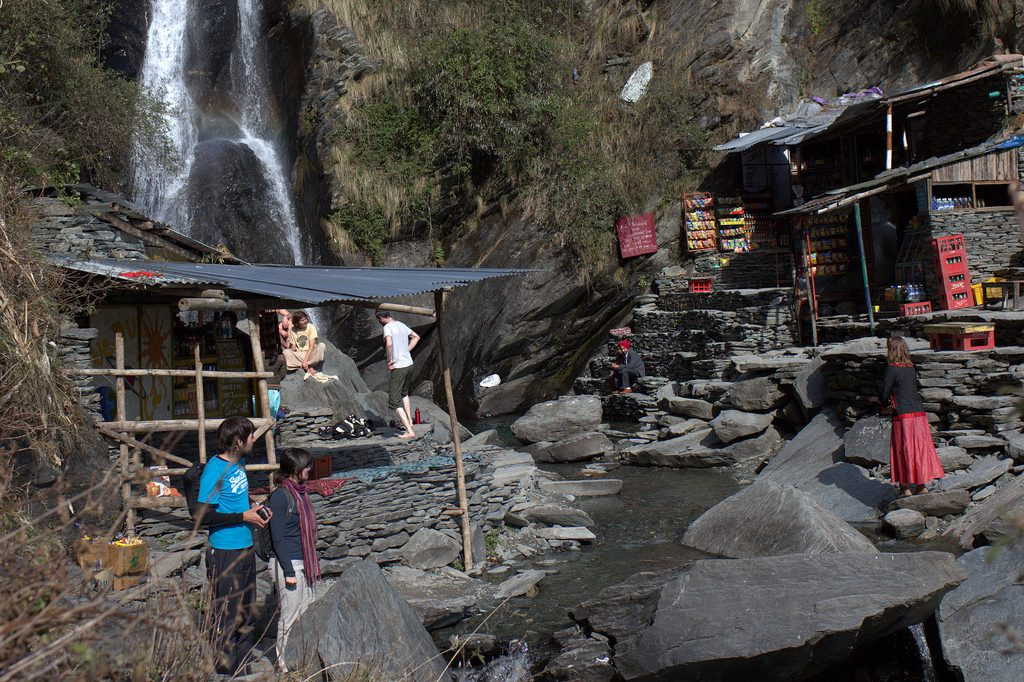bhagsunag_waterfall_pan